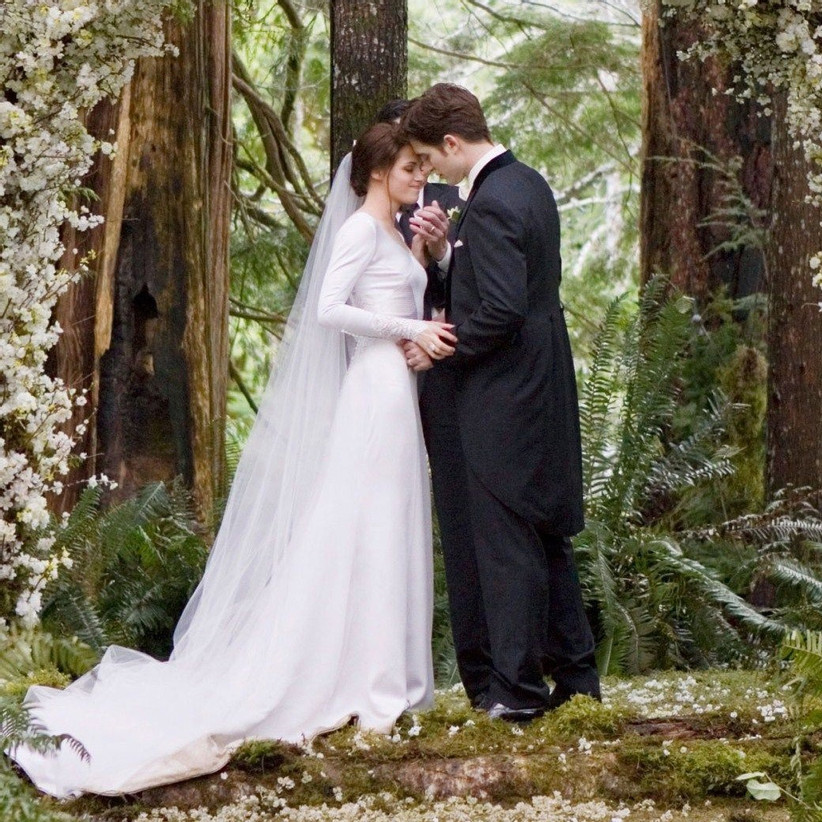 Bella and Edward by the altar